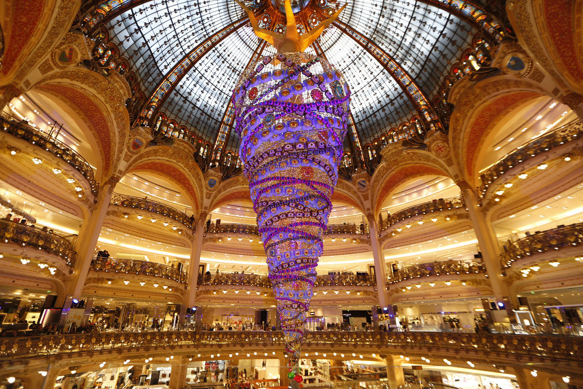 Paris galleries christmas tree