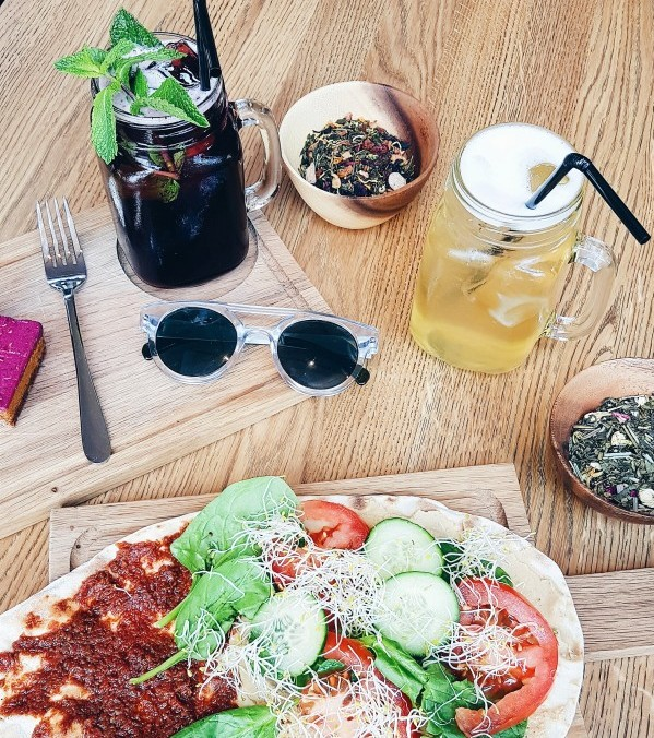 Flatbread and Ice Teas at T's Amsterdam