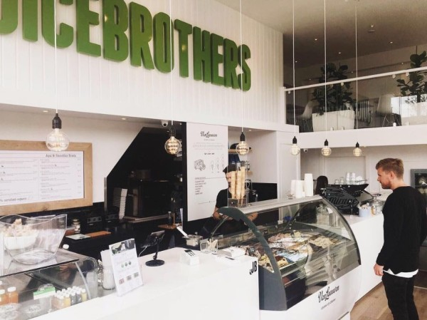 juicebrothers-vegan-ice-cream-bar-in-amsterdam