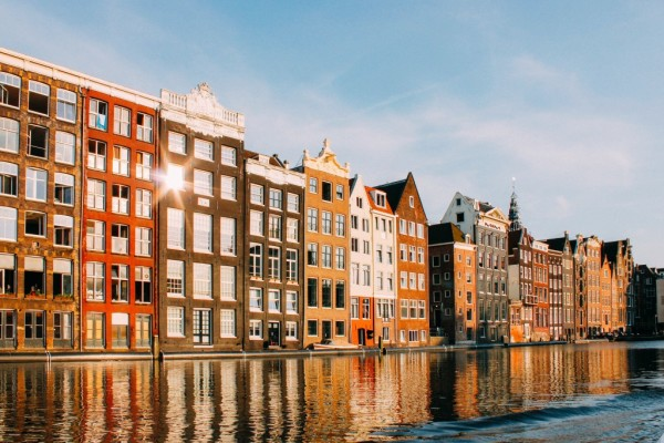 Amsterdam in top 10 most popular cities